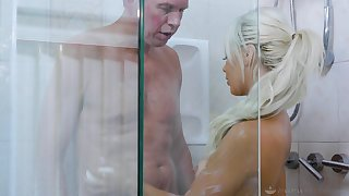 Sexy sitter Elsa Jean gives a blowjob and nuru massage hither married man